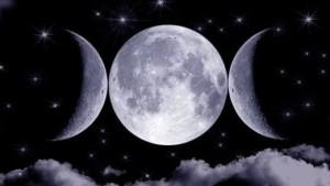 Měsíce